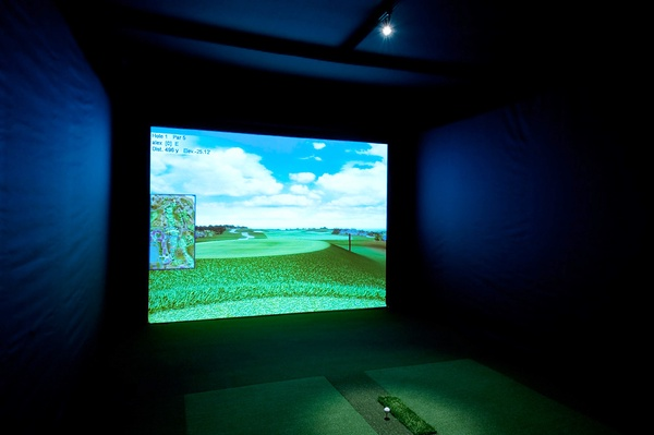 Golf Simulator: The Thousand Oaks Golf Team has purchased a simulator similar to what is shown in this photo. Once the pandemic allows for the team to return to campus for practices, the team can use this simulator to practice on golf courses other than the local greens nearby the school. Photo from Creative Commons.